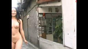 アジアン娘の街中 露出